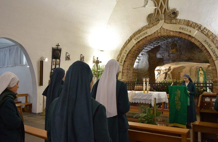 MDR in preghiera alla Grotta